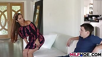 Big titted milf dress toying on webcam
