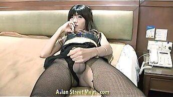 Asian ass masturbates while tied