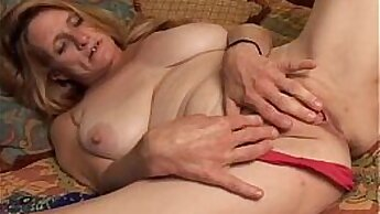 Animated slut fingers her tight pussy