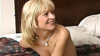 Cheating mature wife aussi fucked