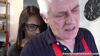 Beautiful Teen Webcam Model Gets Fuckedien